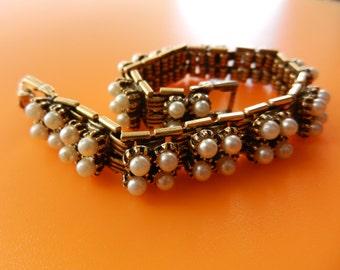 Lovely Vintage  Gold Tone link faux pearl Bracelet  --Very Beautiful 1960 Italian Bracelet--art.207/3-