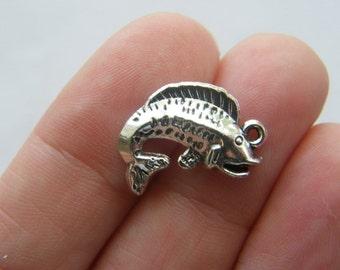 10 Fish charms tibetan silver FF12
