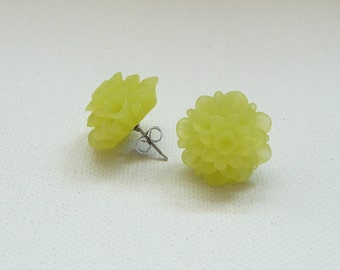 Frosted Light Yellow Resin 18 mm Mum Stud Earrings