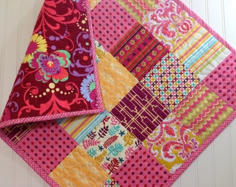 CLEARANCE! 25% OFF! Love Me Do, Modern Baby Quilt, Stroller Quilt, Toddler Quilt, Baby Quilt, 28 x 33