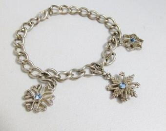 Vintage Bracelet: Silver tone Snowflakes