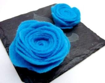 Blue Flower Brooch -- Blue Flower Pin Accessory -- Blue Felt Pin -- Bright Blue Rose -- Bright Blue Brooch -- Bright Blue Flower Pin -- Clip