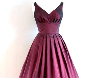 UK Size 14 Cranberry Taffeta Sweetheart Prom Dress - Made by Dig For Victory