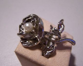 CLEARANCE Silver Rose with Pearl Detailed Brooch