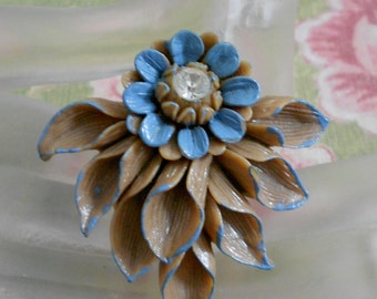 1930's Tan Celluloid Blue Daisy Floral Dress Clip