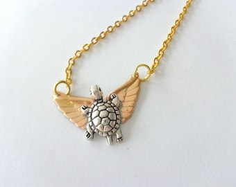 Winged turtle necklace in brass