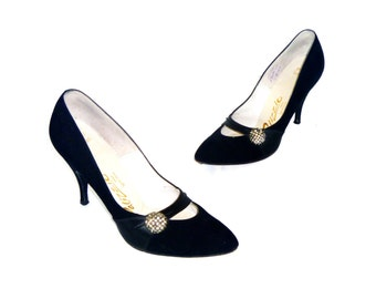 To Die For 50's Vintage Designer Pumps by Palizzio® with Gem Encrusted Bawble on Black Velvet Upper Size 7 AA