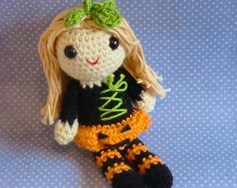 Poppy the pumpkin trick or treat halloween amigurumi crochet pattern