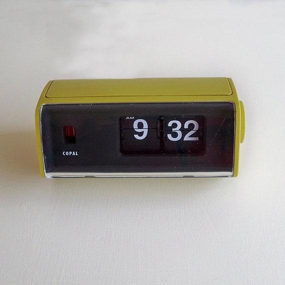 mid century mod copal flip clock roll number alarm clock. Black Bedroom Furniture Sets. Home Design Ideas