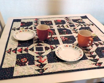 Quilted Table Topper Pattern - Eye Popper Table Topper - pattern #543