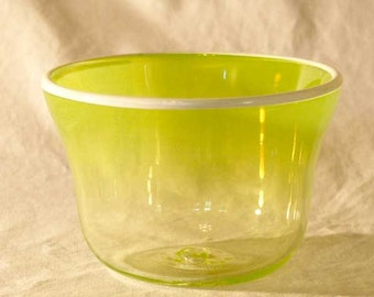Blown glass bowl with contrasting rim