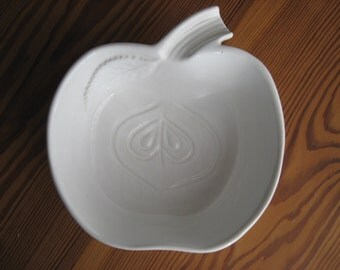 SO PRETTY Small White Ceramic Bowl APPLE cut apple