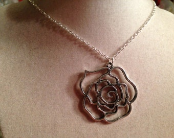 Flower Necklace - Silver Jewelry - Pendant Jewellery - Fashion - Hipster - Kitsch - Long