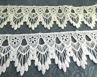Ivory or White Venise Lace Victorian 2.5 inch Scalloped Fringed Lace Trim by the yard