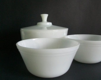 Mid Century Federal Glass White Milk Glass Lidded Bowl Set 2-1/2 QT