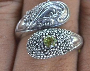 "Sz 8"" Unusual Design Peridot 925 Sterling Silver Jewelry Ring"