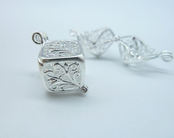2pcs 13x13x13mm Silver Plated Lovely High Quality Brass Filigree Wish Box Magic Box Charm Pendant c2588