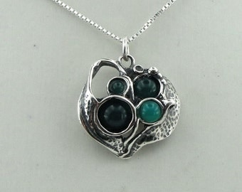 Beautiful Handmade Sculpted Sterling Silver and Green Agate Pendant (4118)