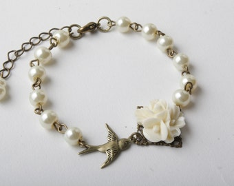 Ivory pearls and flower bird bracelet, bridesmaid bracelet, vintage style, ivory wedding, garden wedding, vintage wedding, bird bracelet