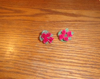 vintage screw back earrings red roses lucite