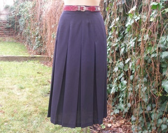 Pleated Skirt / Pleated Skirts / Skirt Vintage / Black Pleated Skirt / Size EUR38 / 40 / UK10 / 12