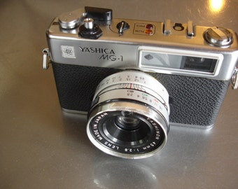 Nice Vintage Yashica MG-1 35mm Camera