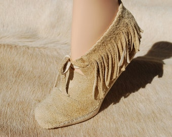 Bobcat Moccasin shoe by IntotheWild with fringe
