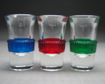 ONE replacement glass for those pump dispensers made of chrome ( more available )