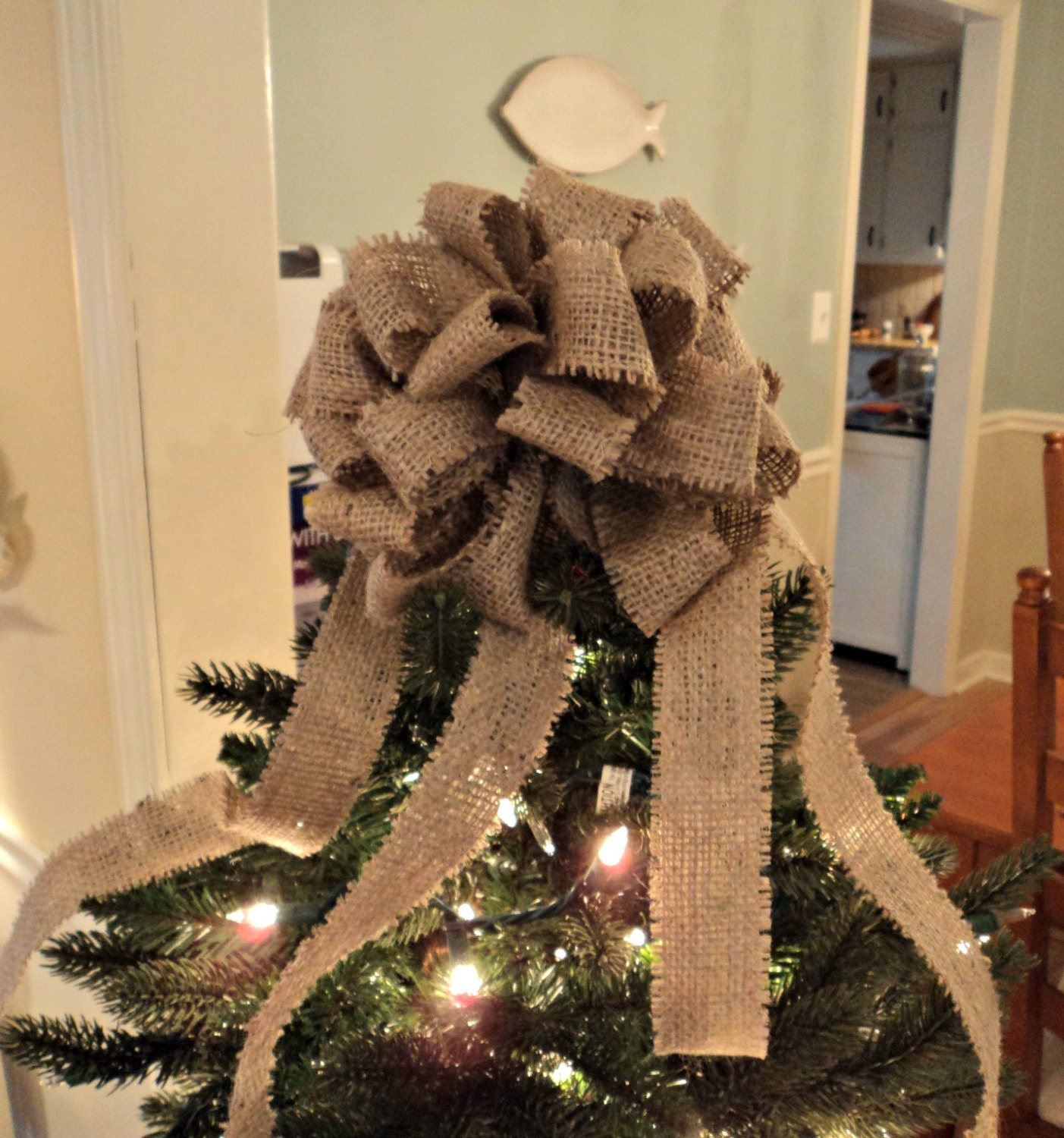 Burlap bow burlap christmas tree topper christmas bows rustic for Decorating with burlap ribbon for christmas