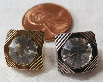 Small square buttons, 1 silver, 1 gold toned plastic. Vintage, 0.5ins across. Rhinestone inlay, shank back. UNK13.11-20.33.