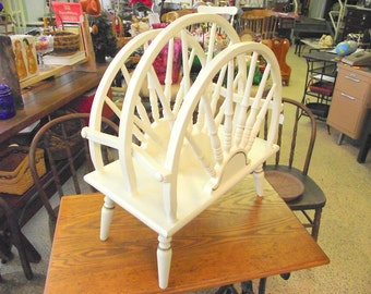 Farmhouse Country Wagon Wheel Magazine Rack Record Holder Carrier - Beautiful Wagon Wheel Design - Wood - White and Gold