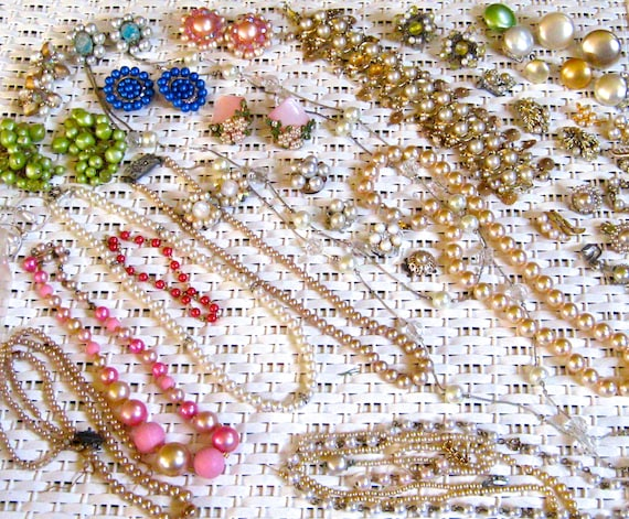 Take 30% Off HUGE 100 Piece Vintage Glass Pearl Jewelry Piece Collection