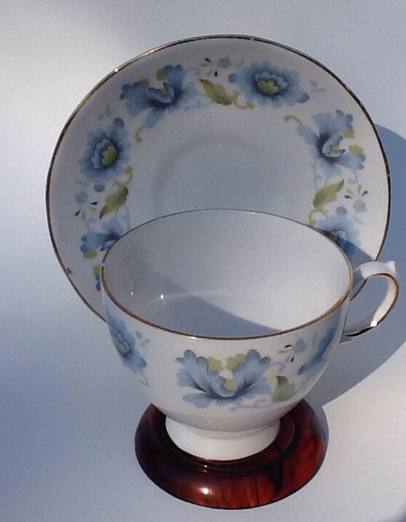 Vintage Queen Anne Teacup and saucer pattern 8461 Damaged