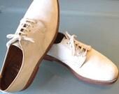Vintage L.L.Bean Classic White Bucks Size 9.5C US - TheOldBagOnline