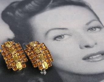 Amazing KRAMER Gold Rhinestone Vintage Clip On Earrings