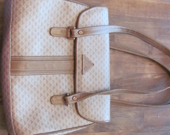 Vintage LIZ CLAIBORNE  Taupe Color With Logo Vinyl And Leather Handbag From 1984 In Excellent Condition