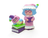 Plum Puddin Reading to Elderberry Owl Vintage Strawberry Shortcake PVC Miniature Figurine with Nightgown, Books