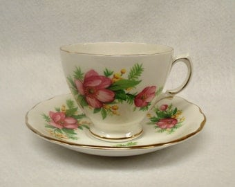 Royal Vale Bone China Teacup and Saucer, Pattern Number 6862