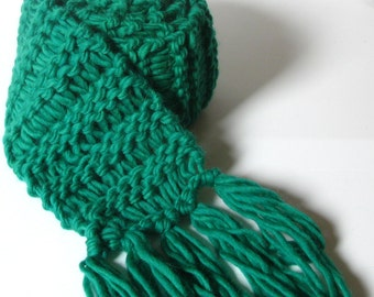 Extra long, chunky-knit, fringed winter scarf -- green, emerald*