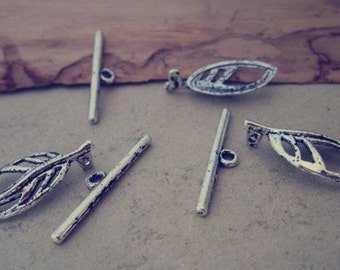 10 pcs antique silver leaves shape Dotted Toggle Clasps