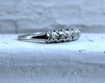 Vintage Scalloped Edge 14K White Gold Diamond Wedding Band.
