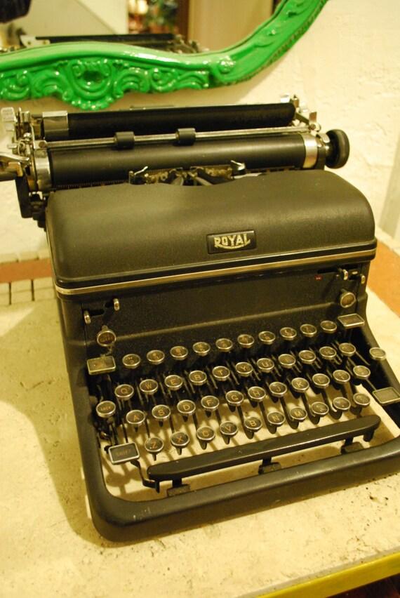 Beautiful Antique ROYAL Typewriter