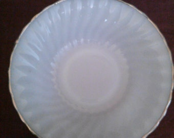 Anchor Hocking serving bowl