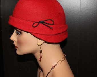 30's Cloche, Flapper Hat - red