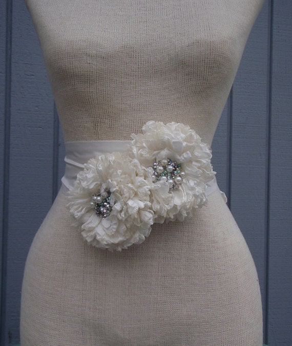 Wedding belt, wedding sash ,  bridal sash,  bridal belt , handmade  sash, flower sash, wedding accessories, bridal accessories, white sash
