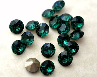 18 Emerald 34ss Swarovski Xirius Round Rhinestones-Loose Rhinestones-Loose Crystals-Wholesale Rhinestones