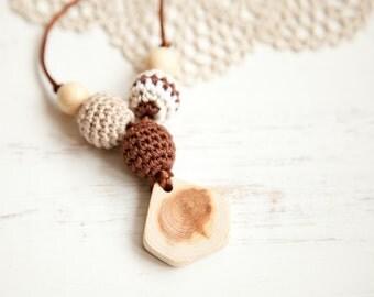 Coffee brown beige Nursing necklace - teething toy - Babywearing - breastfeeding - juniper - pendant