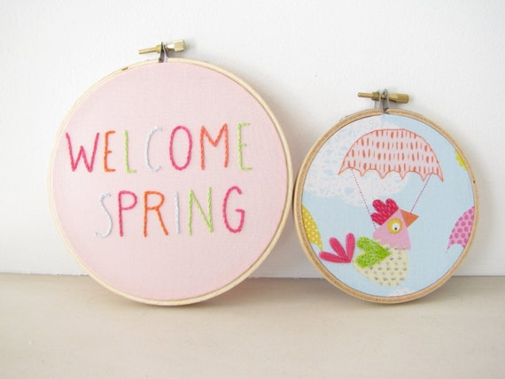 "Embroidery Hoop Wall Art Set Home Decor - ""Welcome Spring"" hen chicken bird multicolor pastel bright pink tangerine sky blue green Easter"