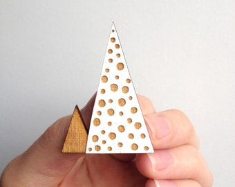 SALE / Geometric mountain inspired brooch / Triangle brooch / Bubble pattern / White / Handmade wooden brooch / Christmas