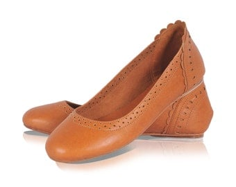 ULUWATU. Dark tan shoes / leather flats / leather shoes / womens shoes / ballet flats. Available in different leather colors.